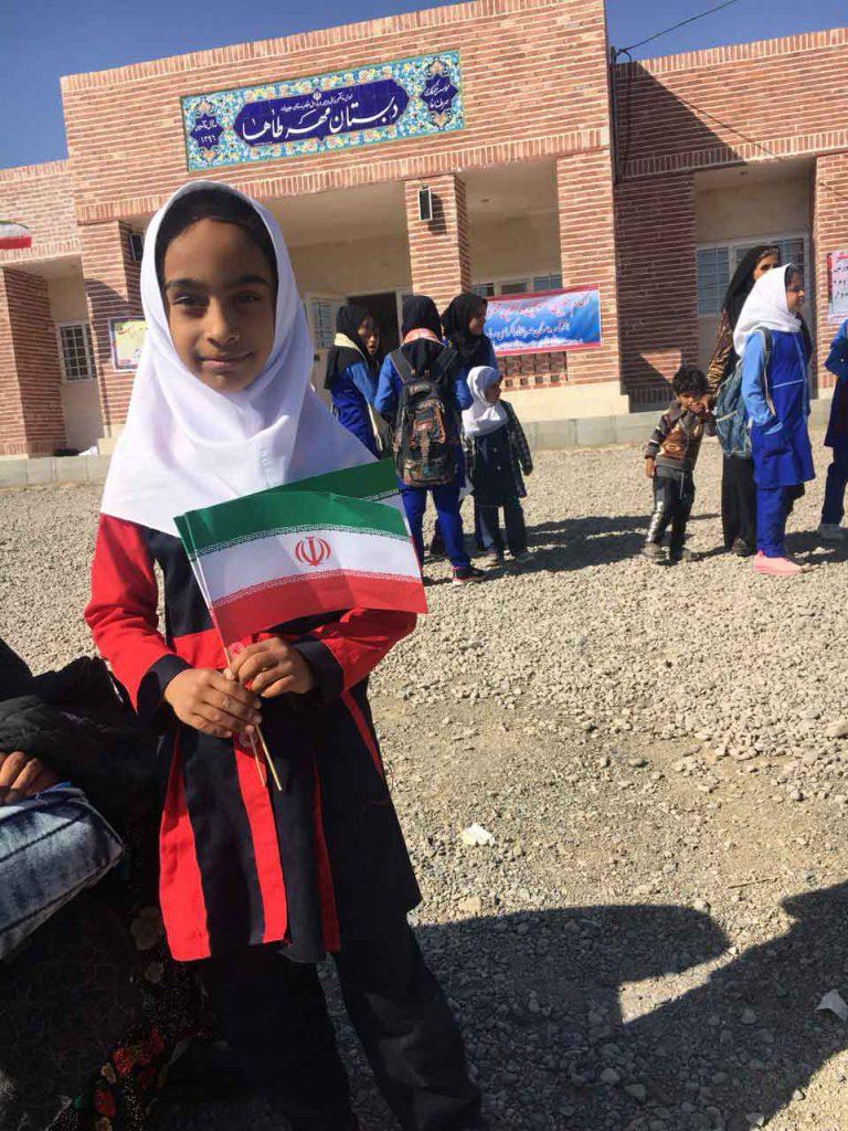 دانش آموزان و والدین روستای قاسم آباد جیرفت کرمان در دبستان مهرطاها