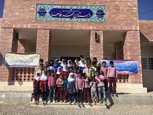 عکس یادگاری دانش آموزان دبستان مهرطاها در روستای قاسم آباد جیرفت کرمان