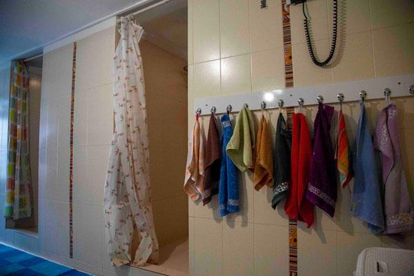 حمام و حوله های خانه اقاقیا موسسه نیکوکاری مهرطه