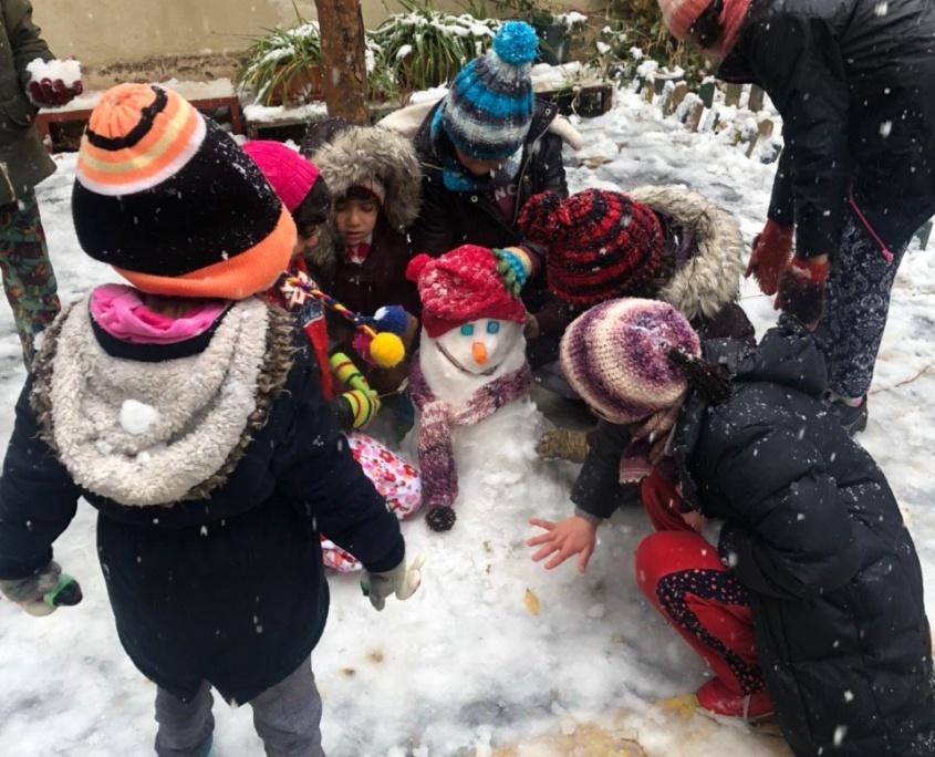 برف بازی و آدم برفی دختران موسسه نیکوکاری مهرطه