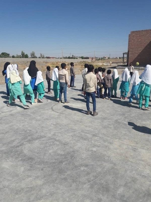 زمین ورزش دانش آموزان روستا