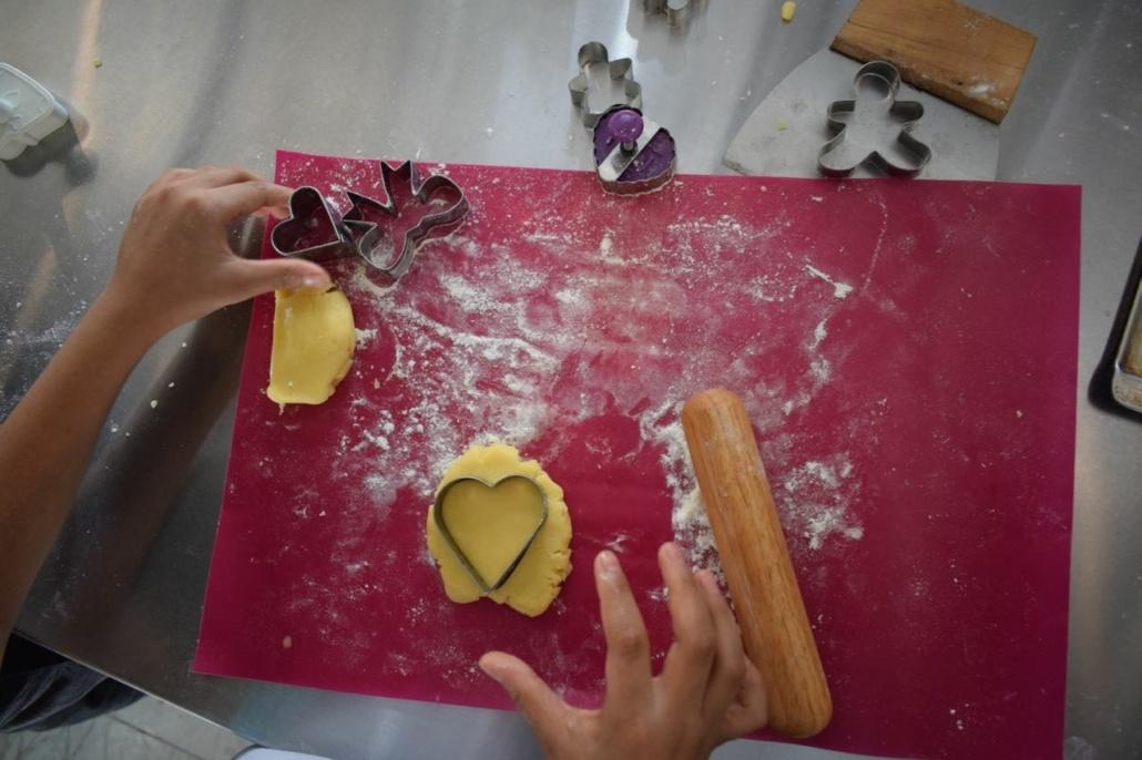 شیرینی درست کردن کودکان مهرطاها