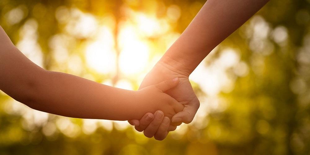 اهمیت محبت کردن به کودک