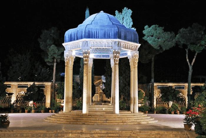 مقبره حافظ در حافظیه شیراز
